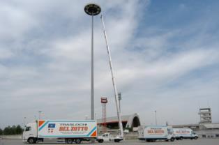La piattaforma aerea della Del Zotto Traslochi di Udine raggiunge i 31 metri di altezza